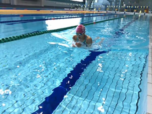 一人でもできるスポーツといえば水泳!
