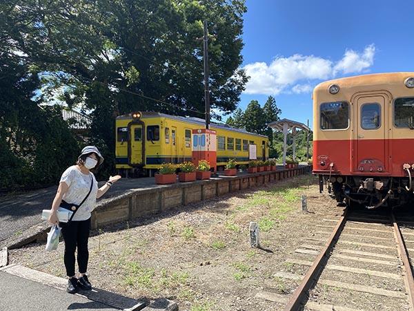 終点の上総中野駅。黄色い列車がいすみ鉄道車両