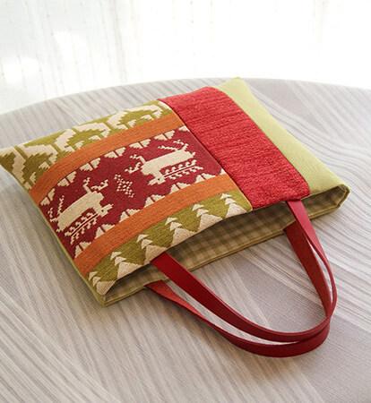 トナカイ柄のバッグ