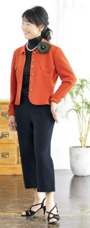 OKコーデ:ジャケットの中は黒で統一して、縦長ラインですっきりと