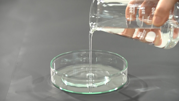 一晩中乾かないことにこだわって専用美容液を開発