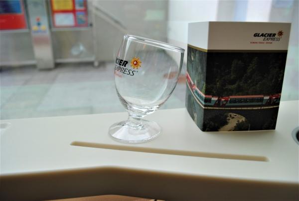 エクセレンスクラスはお土産付き。下車時にグラスをもらいました。旅のいい思い出に