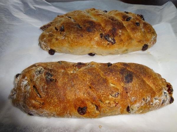 クルミとレーズンのパン焼き上がり