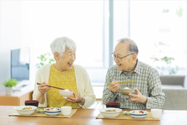 食事がとりにくいシニアが食べやすくするには?