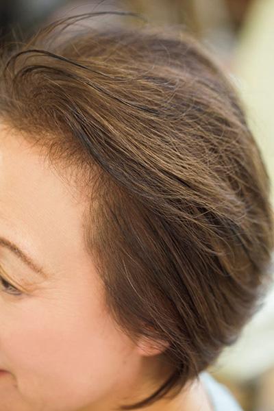 仕上がりをふんわり見せる、白髪染めの色選び