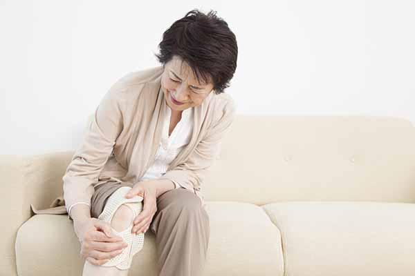 膝が痛いときのセルフケア方法