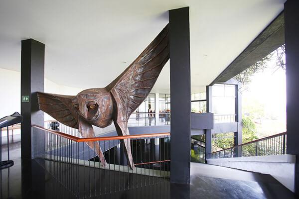 ラキ・セナナヤケの大きなフクロウの彫刻がホテルの雰囲気をさらに特別なものに