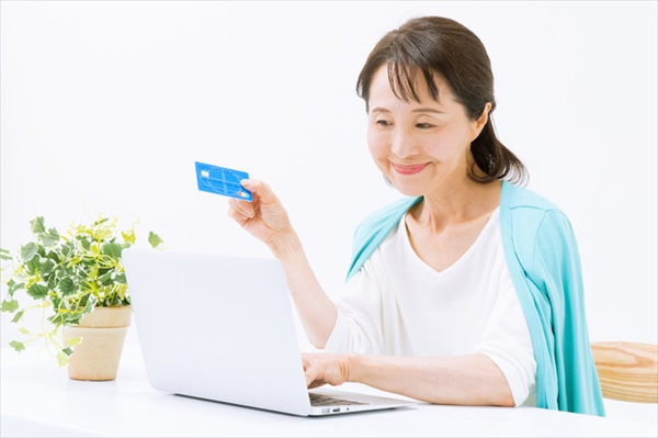 支払い方法の見直しで家計を節約する「ポイ活」とは?