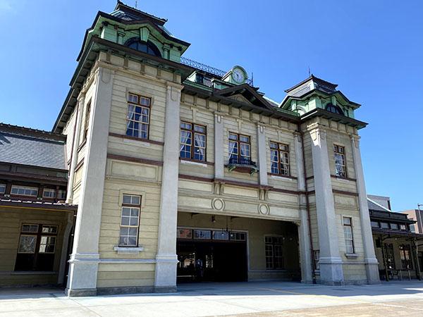 左右対称のネオ・ルネサンス様式が特徴の門司港駅