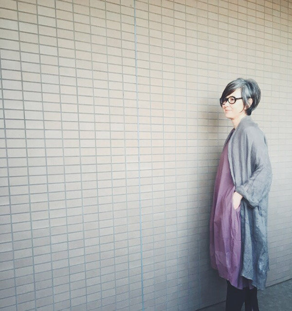 青木沙織里さんの服