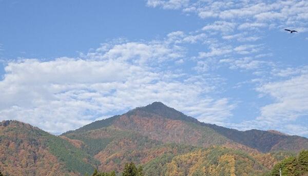 北島新平先生の画みたいな風越山