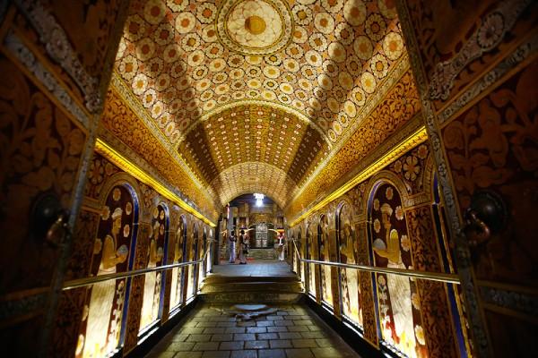 装飾が美しい仏歯寺内部