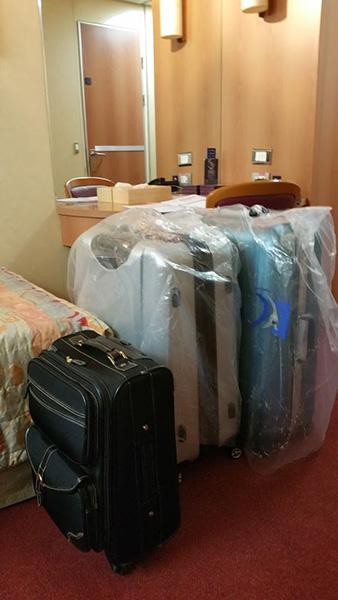 部屋に入ると、前もって送っていた荷物がきちんと届いていた