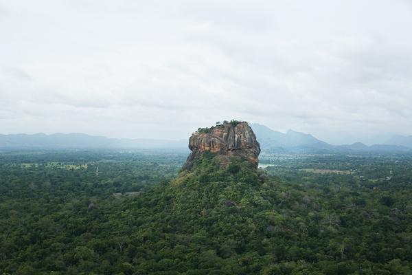 孤独な王が造った岩の宮殿