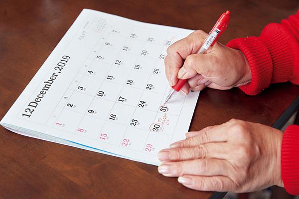 手持ちのカレンダーに各ゴミの収集日をチェック