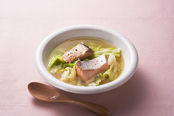 鮭とキャベツの黄金だしスープ