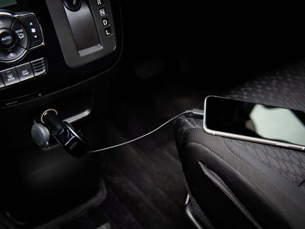 スマホを車で充電する方法