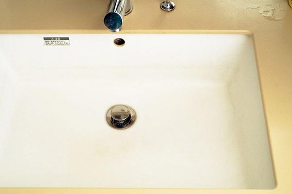 黒ずんだ洗面台
