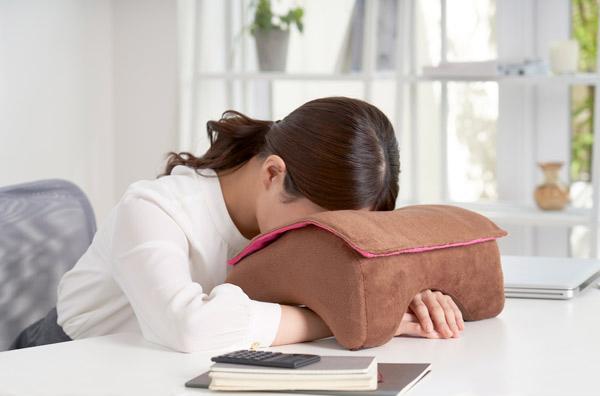 高さ調節が可能、ふわふわ生地に癒やされるお昼寝専用枕