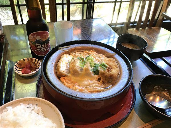 田むら銀カツ亭の人気メニュー「豆腐かつ煮定食」