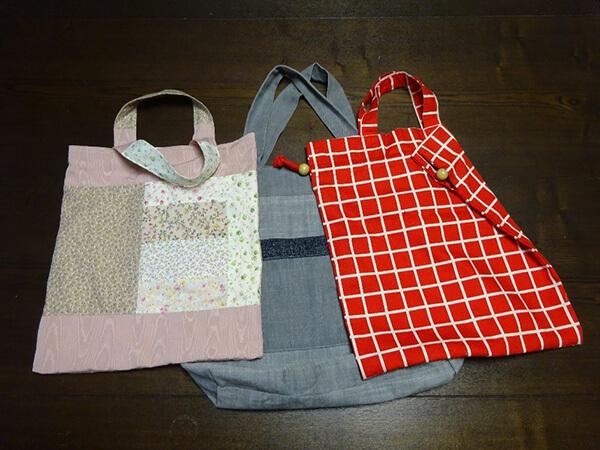 中央が現在使用中の食料品購入用のバッグ