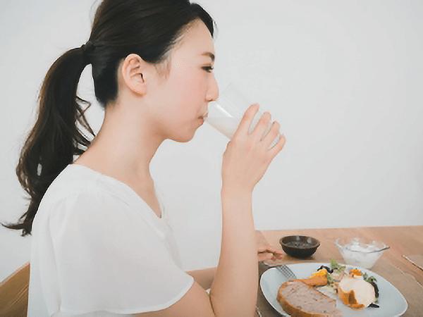 花粉症対策におすすめの飲み物は?緑茶も効果ある?