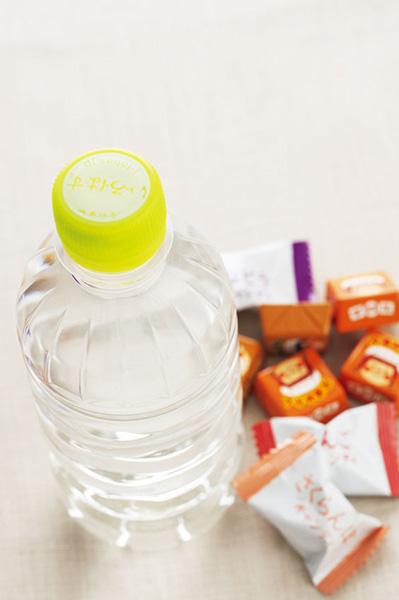 飴などの甘い物、飲み物は、普段から持ち歩く