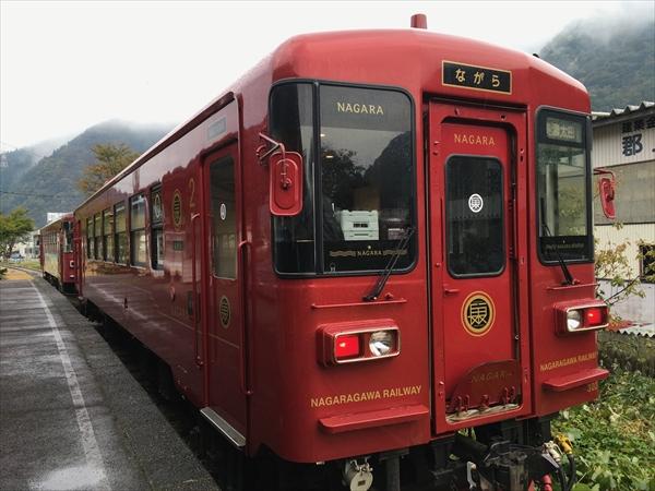 「ながら」のデザインは全国の観光列車を手がける水戸岡氏によるもの