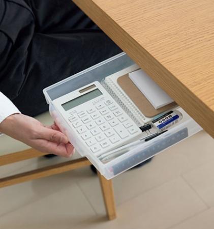 文房具は手作り引き出しに収納