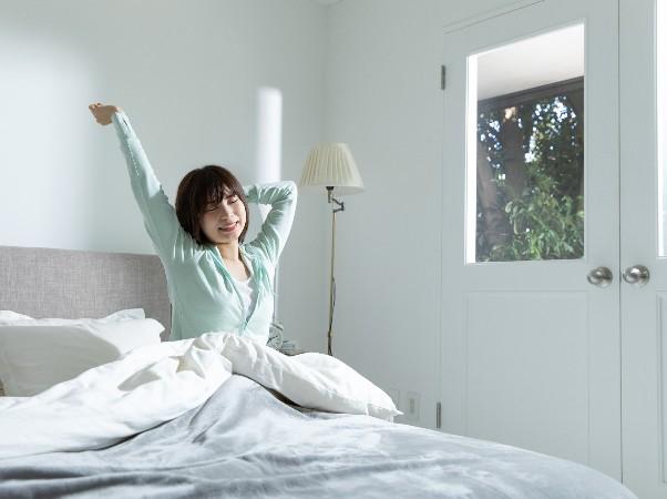 最近人気の「光目覚まし時計」って何?