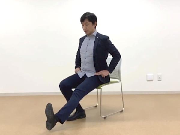 膝が痛いときの改善方法:太もも前の筋トレ