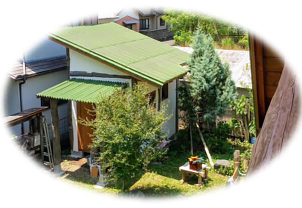 「古い物を活かして創る」究極の作品 ログハウスの庭に建てた夫のアトリエ