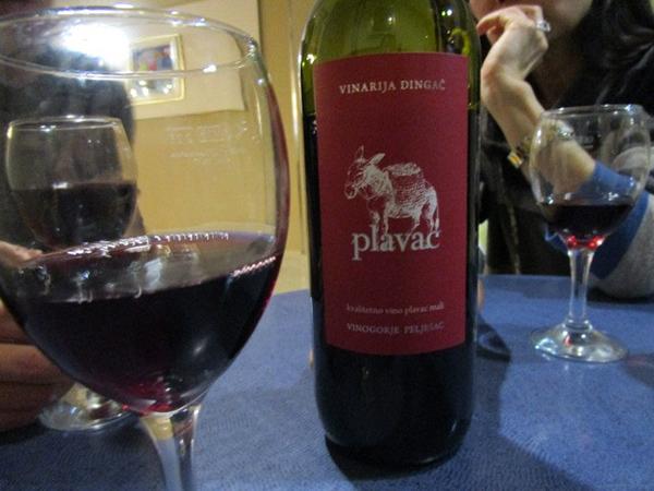 ツアーで知り合った仲間とワインで乾杯
