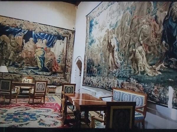 宮殿の中の大広間のタペストリー