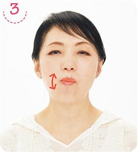 3(2)の姿勢のまま右側でゆっくり5回噛む