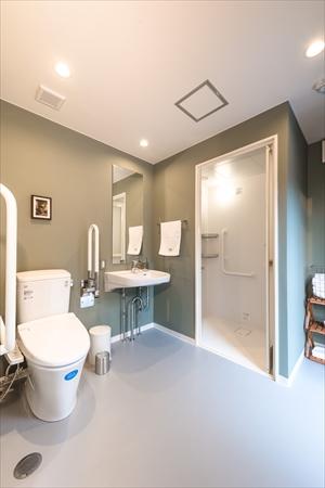 バリアフリー構造できれいなトイレが利用できる