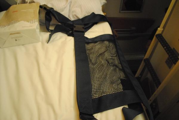 ベッドは男性でも寝返りが打てるくらいの幅は確保されています