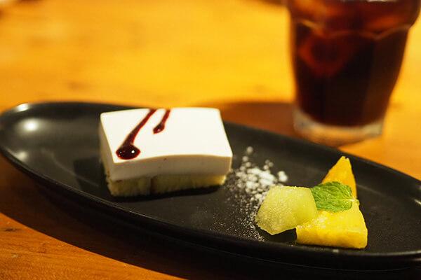 熊澤酒造のモキチトラットリアデザートはあっさり味のチョコムースケーキ