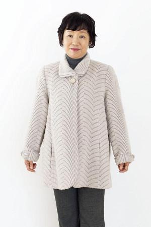 NGコーデ:老け見えするグレーのコート