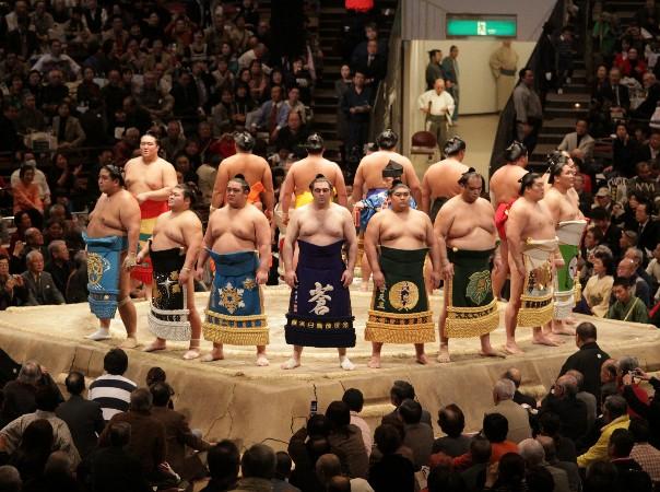 相撲の化粧まわしって、誰が作るの?その値段は?