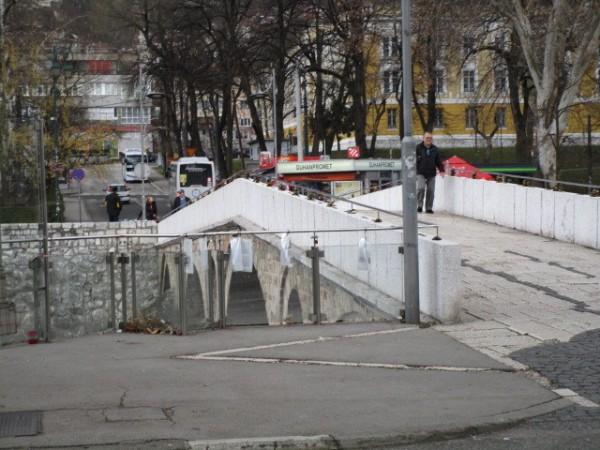 第一次大戦始まりのきっかけとなったサラエボ事件が起こった橋も現存する