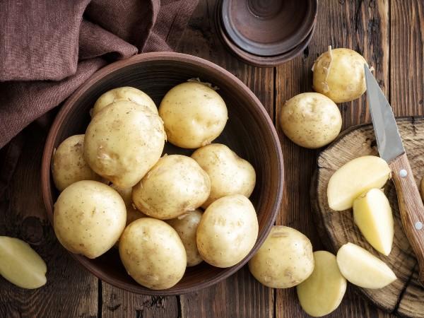 ジャガイモを電子レンジでホクホクに調理する方法は?