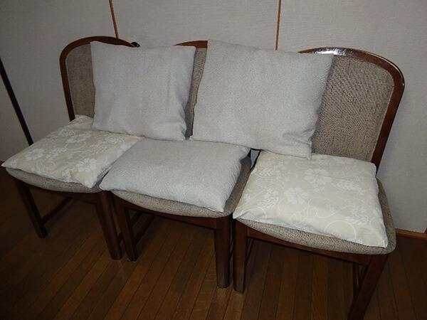 座布団カバー3枚は防炎カーテンから、2枚はジーンズ生地から作りました