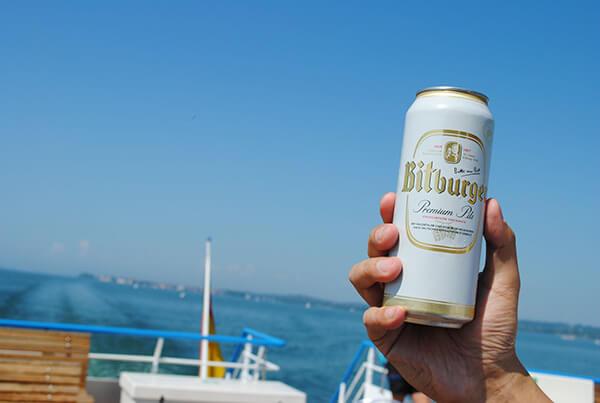 旅の同行者は乗船前にしっかりビールを買っていました。大正解!