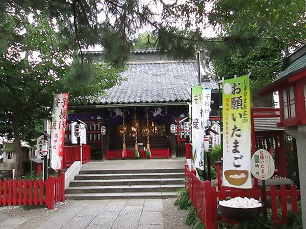 氏神様への初詣は、たくさんの人が訪れ賑わいます