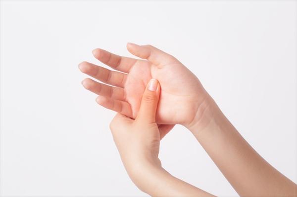 手指や手首が痛い時によくある病気と対処法