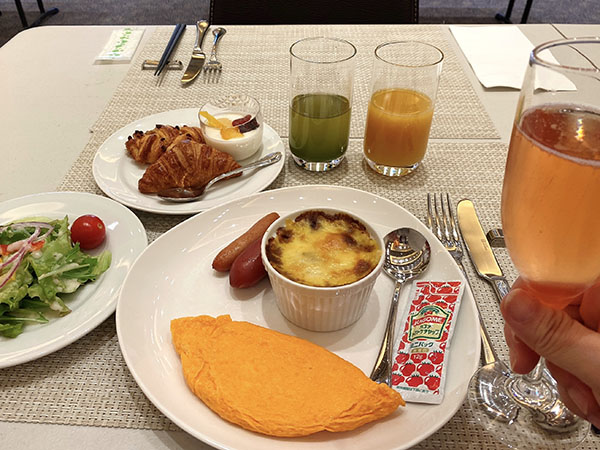 プレミアムホテル門司港の朝食に乾杯