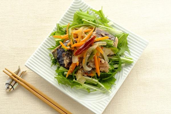 時短レシピ:サバの南蛮漬け風サラダ