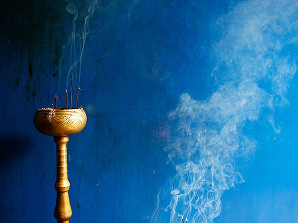 お寺には満ちるお香の香り
