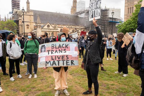イギリス・ロンドンでの抗議活動の様子